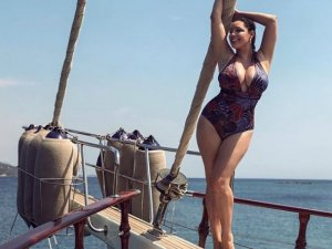 Kelly Brook Bodrum turunda!